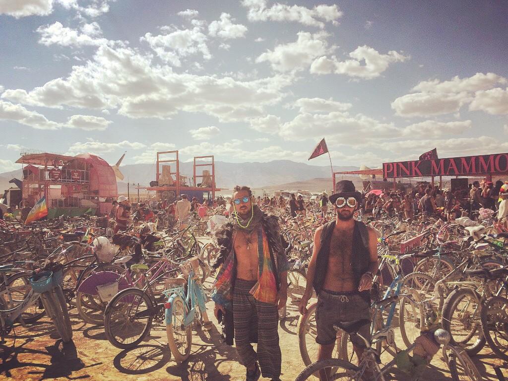 Burning Man Festival - FMR blog voyage Pink Mamouth