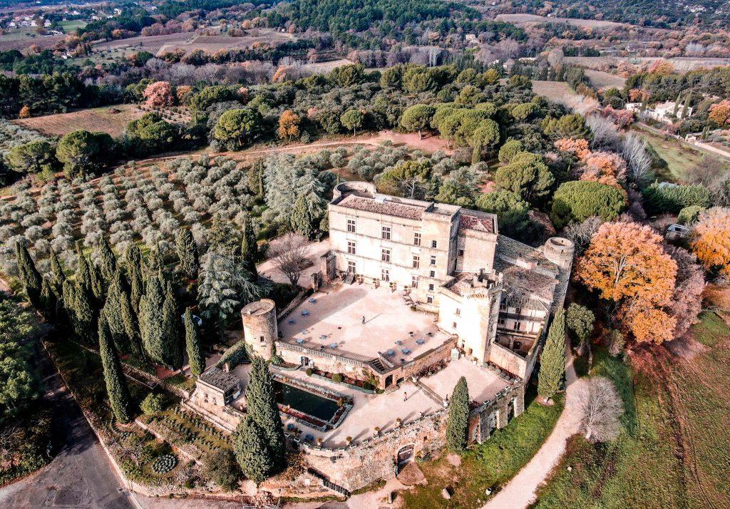 village Lourmarin drone - Chateau lourmarin